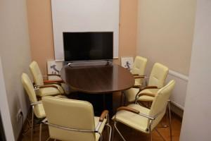 Учебный центр «Будь в курсе» Комната для консультирования и переговоров 0