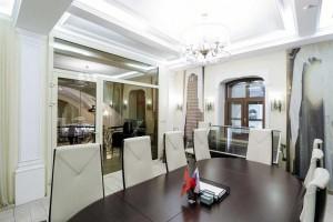 Сеть офисных центров «Деловой» м. Площадь Революции Переговорная комната до 15 человек 0