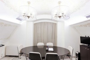 Сеть офисных центров «Деловой» м. Площадь Революции Переговорная комната до 6 человек 0
